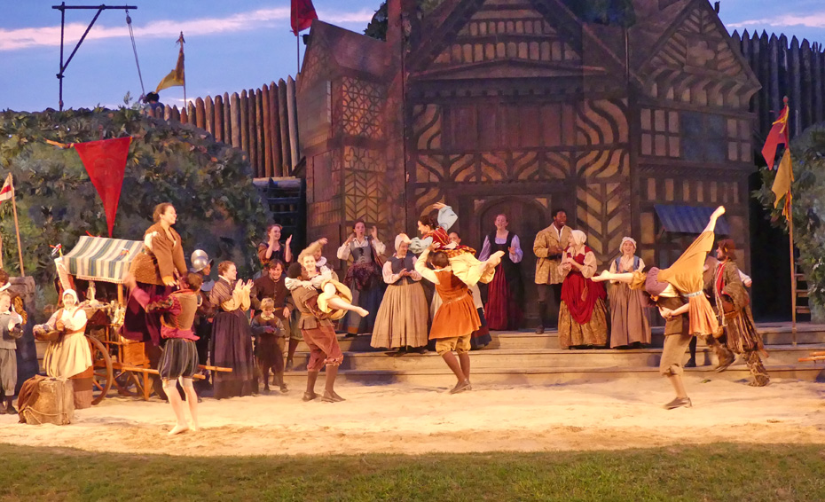 scene in The Lost colony Play where villagers dance before leaving for the Roanoke colony,