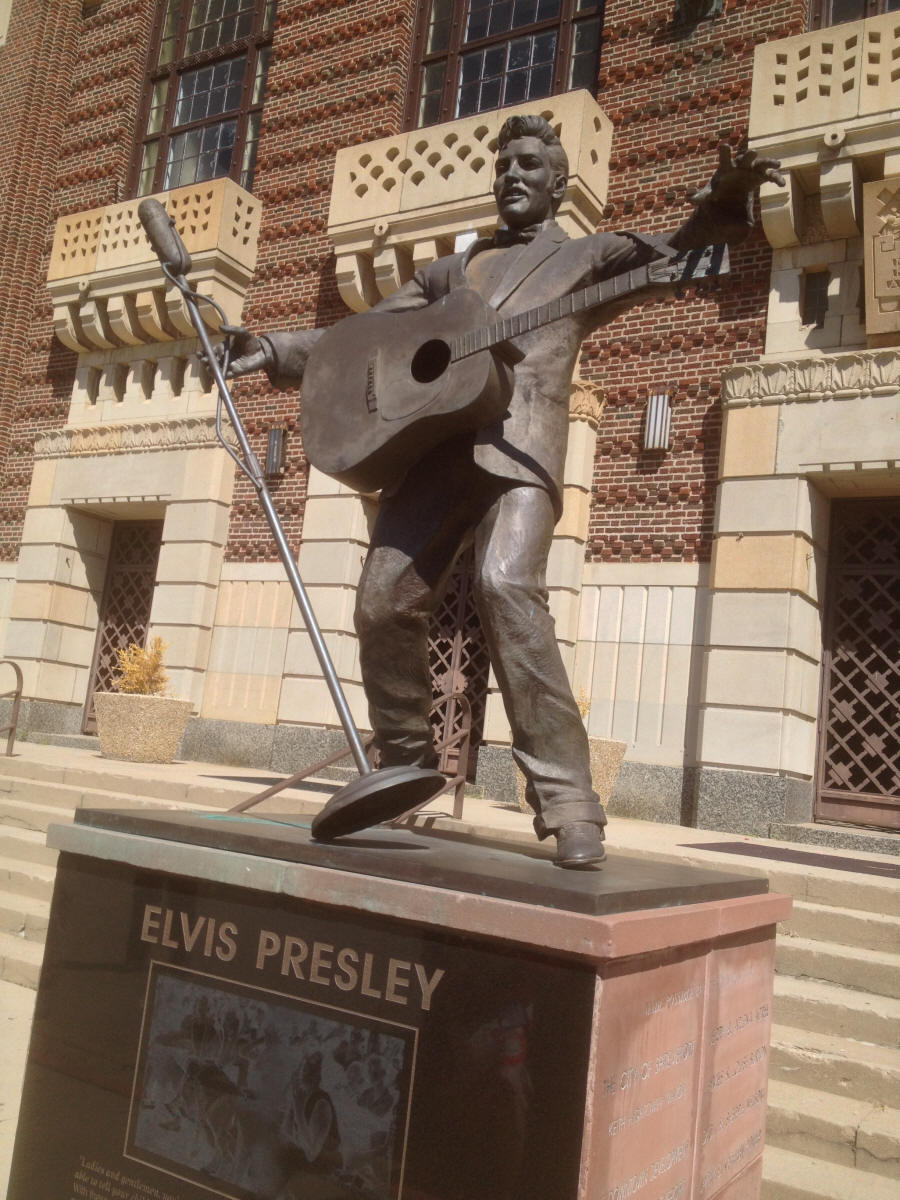 Elvis Stature in fornt of Municipal Auditorium in shreveport LA